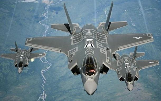 Самолёты F-35 в воздухе
