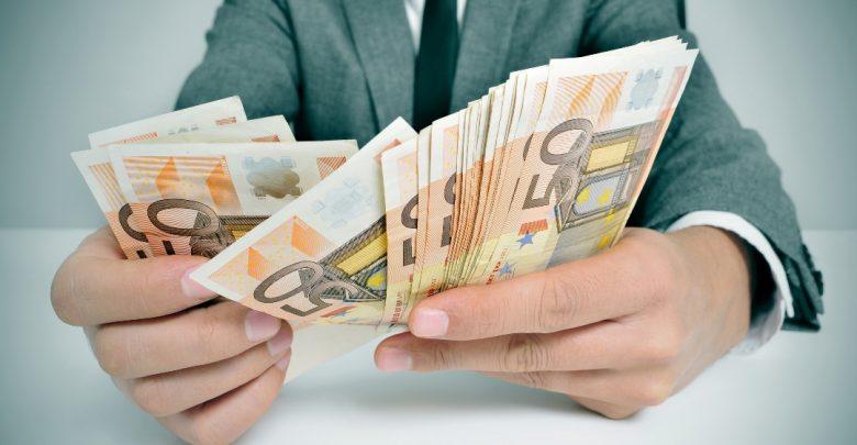 кредит в евро, деньги в руках