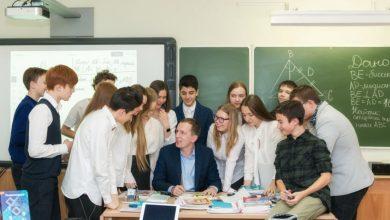 Учитель и ученики после уроков