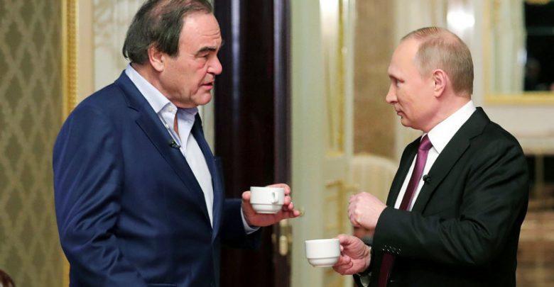 Оливер Стоун и Владимир Путин пьют кофе