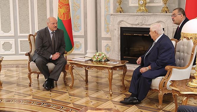Александр Лукашенко на переговорах с сирийским представителем