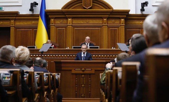 Дональд Туск выступает в Украинском парламенте
