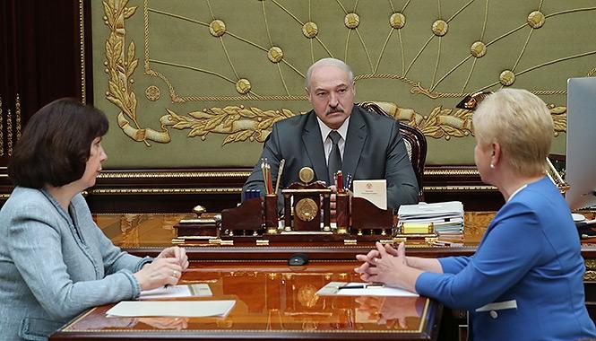 Президент Беларуси Александр Лукашенко на встрече с главой ЦИК Лидией Ермошиной