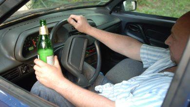 водитель с бутылкой