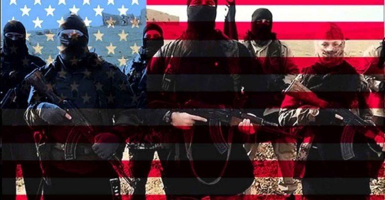 Боевики ИГИЛ на фоне флага США
