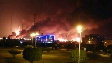 Пожар на нефтяном заводе с СА после удара повстанцев из Йемена