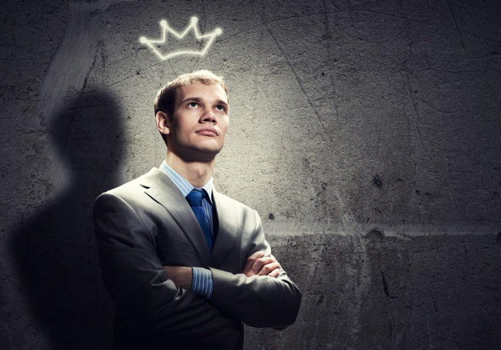 Человек с короной