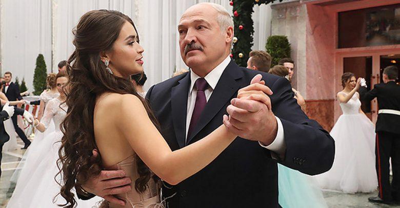 Мисс Беларусь 2018 и Лукашенко на новогоднем балу