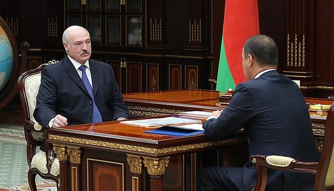 Президент Беларуси Александр Лукашенко, принял 23 сентября с докладом Председателя Государственного военно-промышленного комитета Романа Головченко