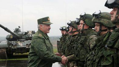 Лукашенко и солдаты