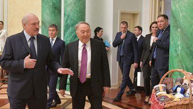 Лукашенко и Назарбаев обменялись подарками