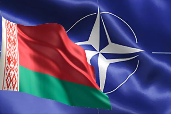 Флаг Беларуси на фоне флага НАТО