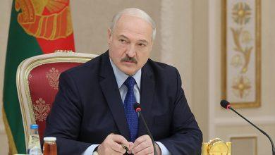 Лукашенко на рабочем месте за столом