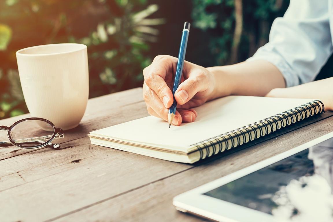 теперь картинки человек пишет ручкой главное