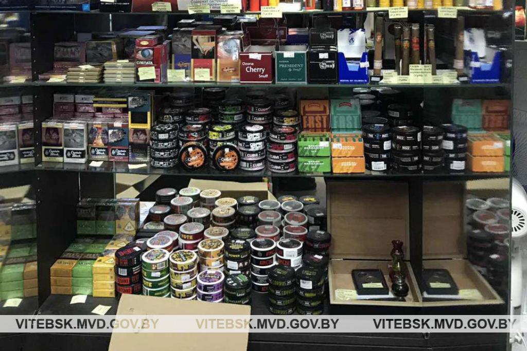 Почти 250 упаковок снюса изъяла милиция в двух магазинах в Полоцке