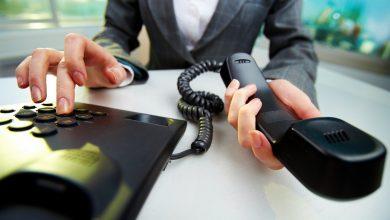 телефон в руках, набирать номер