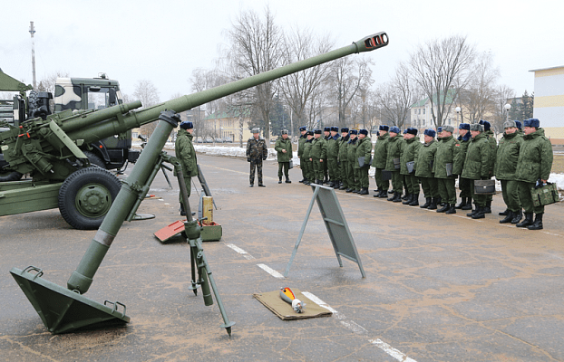 Построение и смотр в белорусской военной части