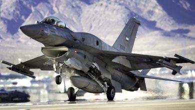 Истребитель Ф-16 взлетает с авиабазы