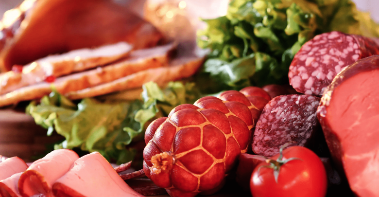 Натюрморт из мяса и мясных продуктов