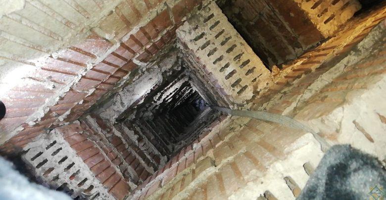 Спасение застрявшего в вентиляционной шахте мужчину