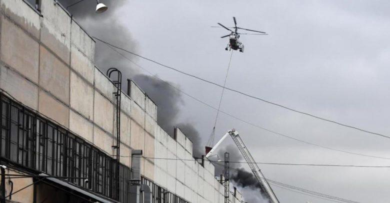 Сильный пожар на складе тканей в Москве полностью потушили