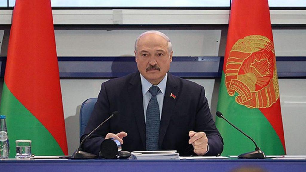 Лукашенко рассказал, почему особенно не доверяет синоптикам