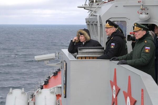 Владимир Путин на учениях в Черном море