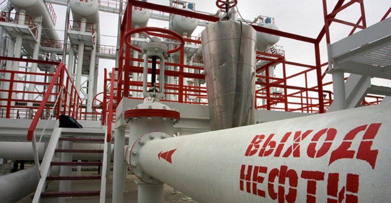 Нефтепровод на нефтеперерабатывающем предприятии