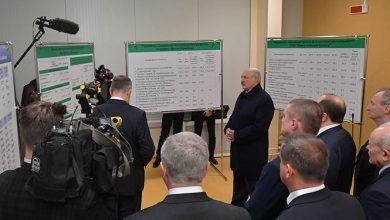Лукашенко на предприятии в Шклове критикует чиновника