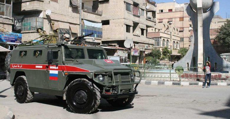 """Бронеавтомобиль """"Тигр"""" стоит на одной из улиц Сирии"""
