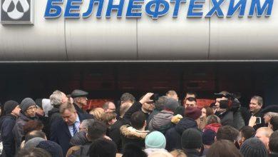 Photo of В Минске люди вышли к «Белнефтехиму» — против подорожания топлива