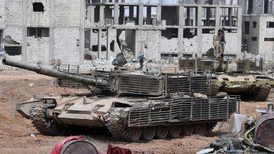 Военная техника на одной из улиц в районе бывшего лагеря палестинских беженцев Ярмук в южном пригороде Дамаска