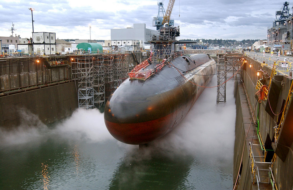"""Атомная подлодка класса """"Огайо"""" стоит в доке"""