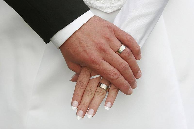 Серебряное обручальное кольцо со вкусом и недорого