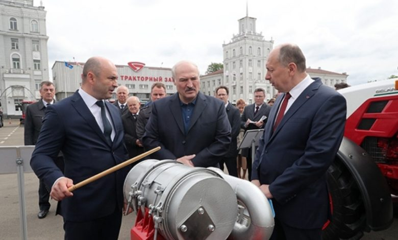 Лукашенко 29 мая посетил Минский тракторный завод