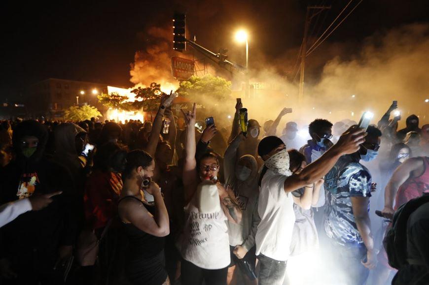 беспорядки в американском городе Миннеаполис
