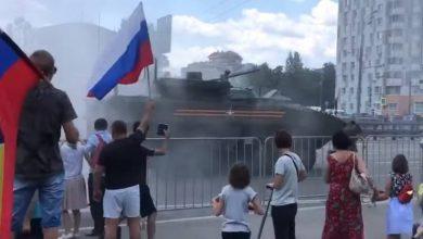 Photo of В сети обсуждают дымящий БТР «Бумеранг», возвращавшийся с парада на Красной площади