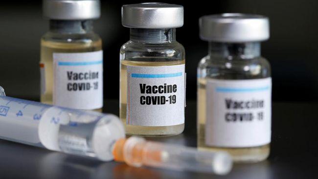 Баночки с вакциной от коронавируса и шприц