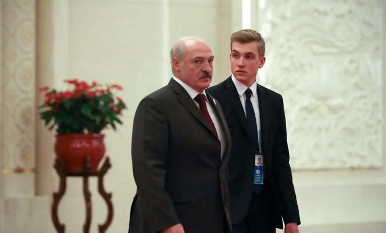 президент Беларуси Александр Лукашенко и его младший сын Николай Лукашенко