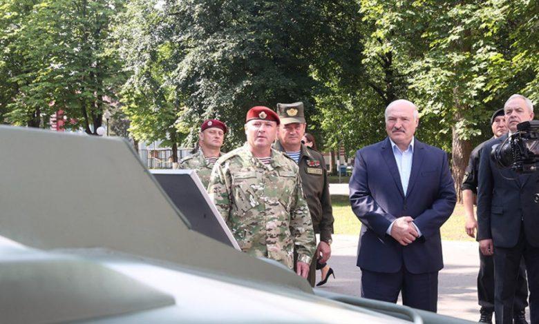 президент Беларуси Александр Лукашенко 28 июля 2020 года посещает бригаду спецназа в Уручье