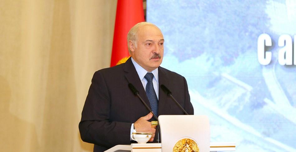 Лукашенко: мы свою страну никому не отдадим
