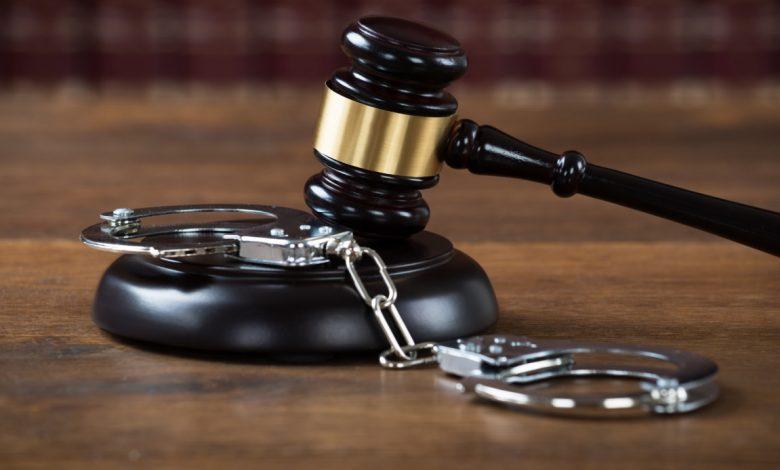 наручники, приговор, суд