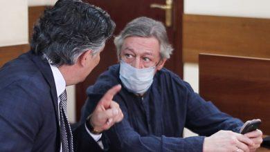 Photo of Михаила Ефремова вынесли из зала суда без сознания