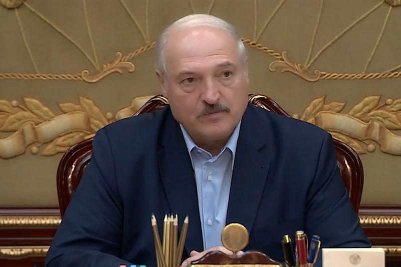 Лукашенко: «я пока живой и не за границей»