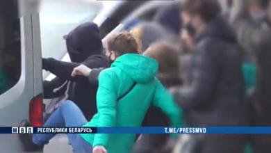 Photo of Девушка повредила милицейский бус, возбуждено уголовное дело за хулиганство
