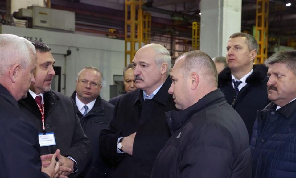 Lukashenko-na-Gomselmashe.jpg