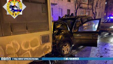 Photo of В Минске Land Rover налетел на троллейбус, погиб водитель легковушки
