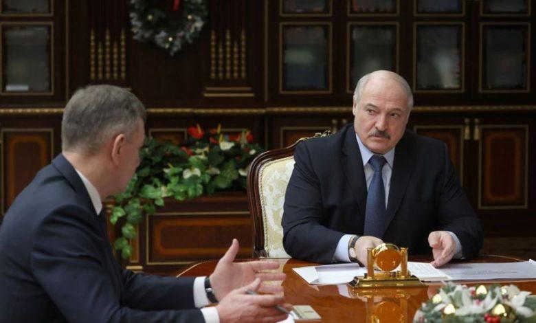 Президент Беларуси Александр Лукашенко 12 января принял с докладом вице-премьера Юрия Назарова и министра промышленности Петра Пархомчика