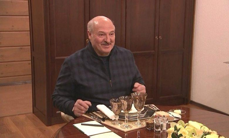 Александр Лукашенко во время обеда с Владимиром Путиным в Сочи 22 февраля