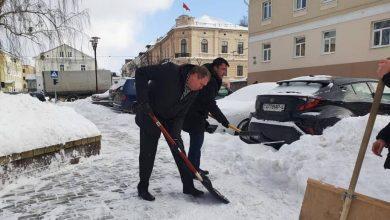Photo of Караник и Караев в Гродно вышли на уборку снега